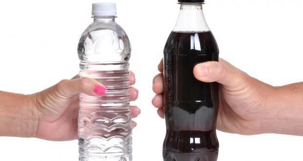Защо е по-добре да пиете вода, вместо напитки